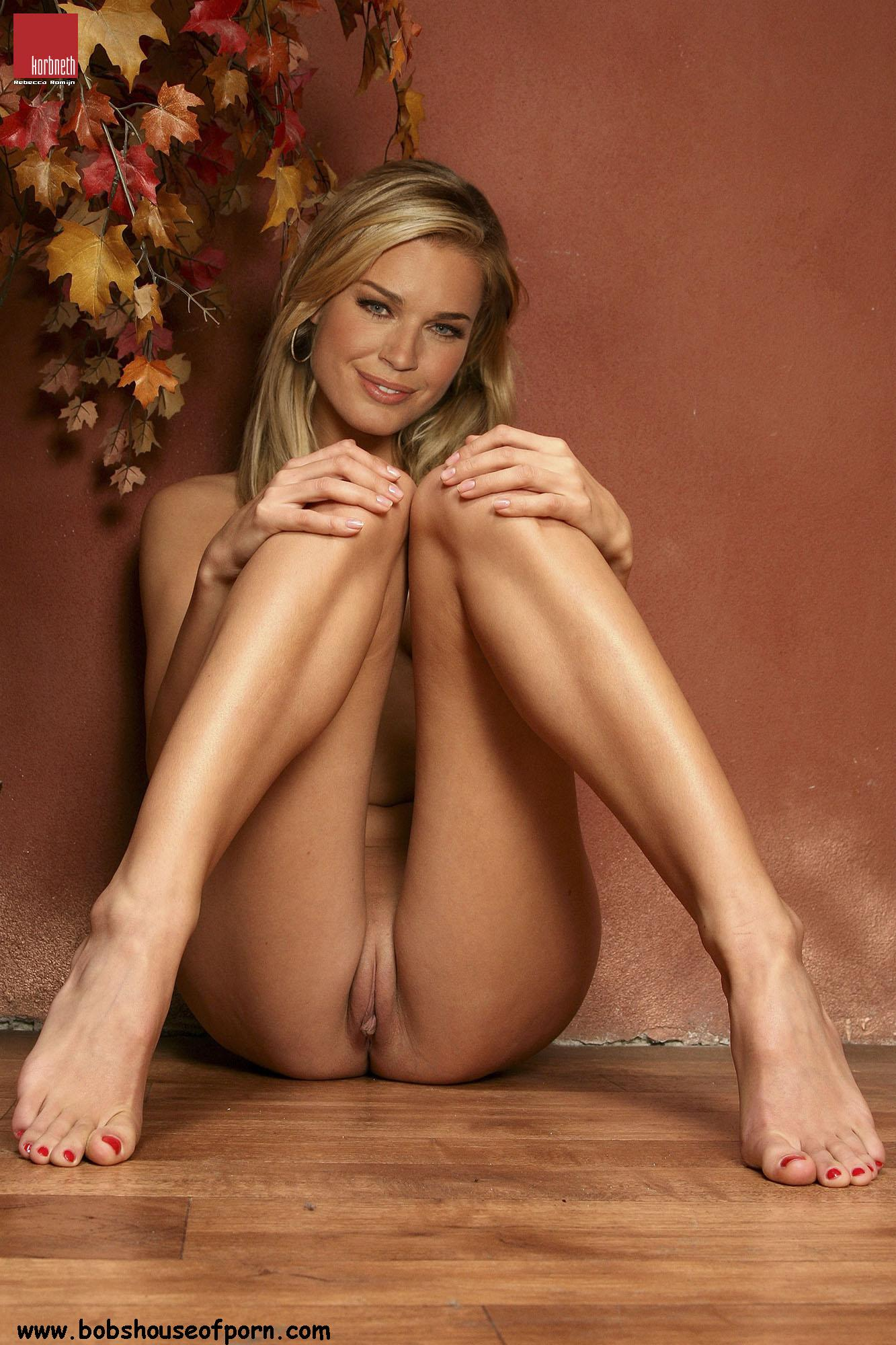 rebecca romijn stamos hottest nude pics