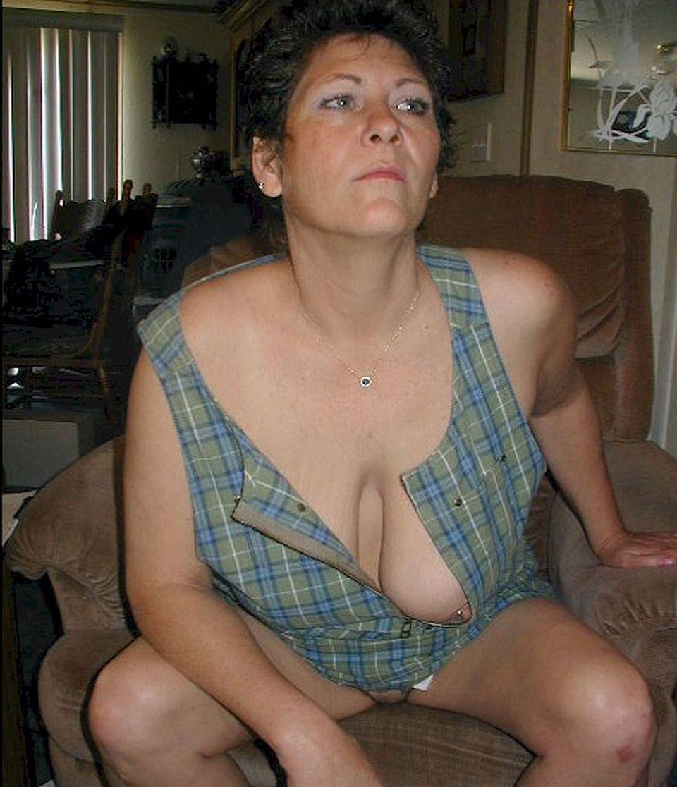 Nude women massaged in oil