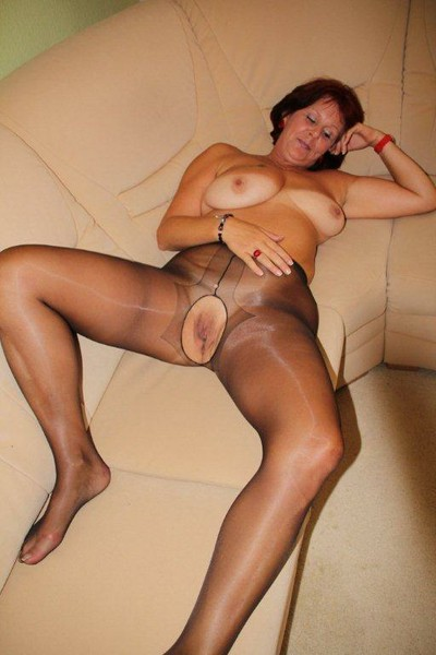 Mature pussy in tights