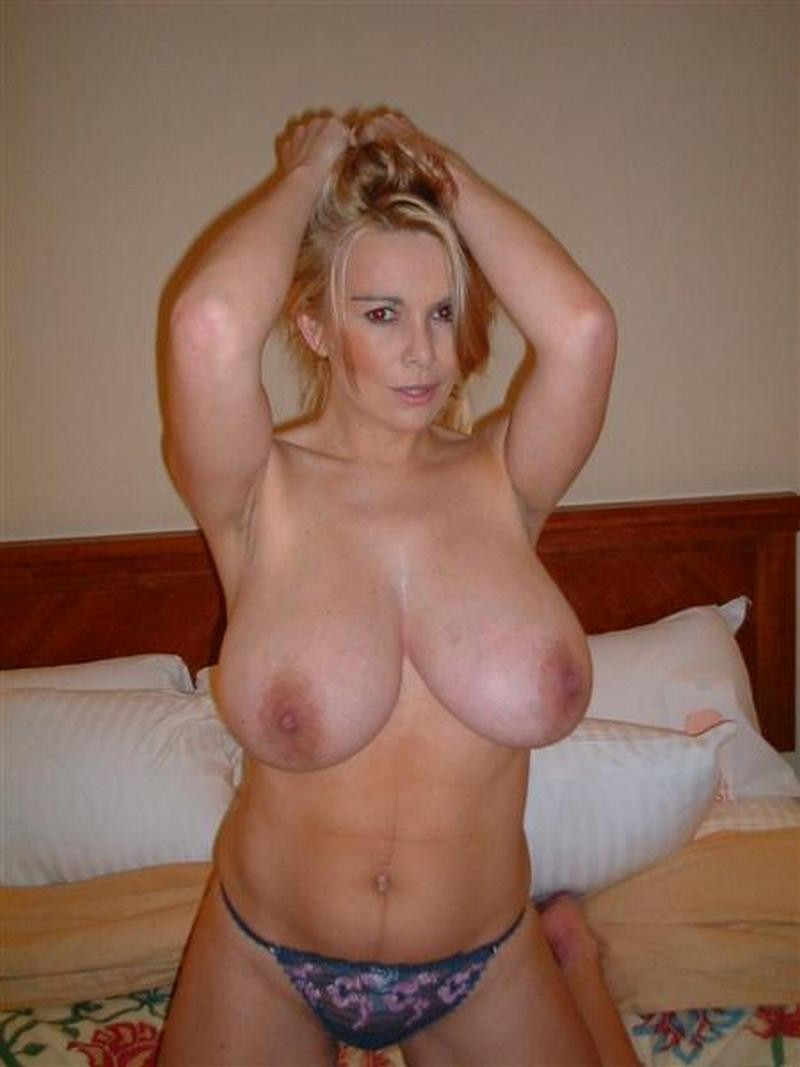 image Milf mom with big tits in privat sextape