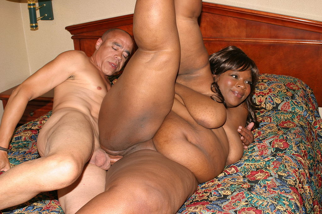 thick black woman gets fucked