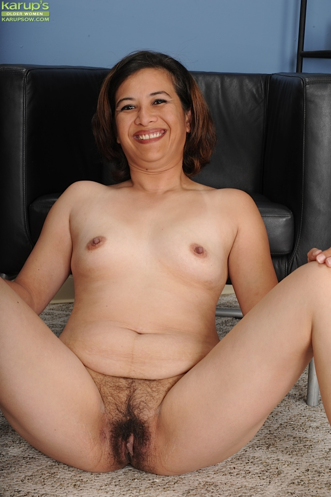 nude showing pussy Asian moms