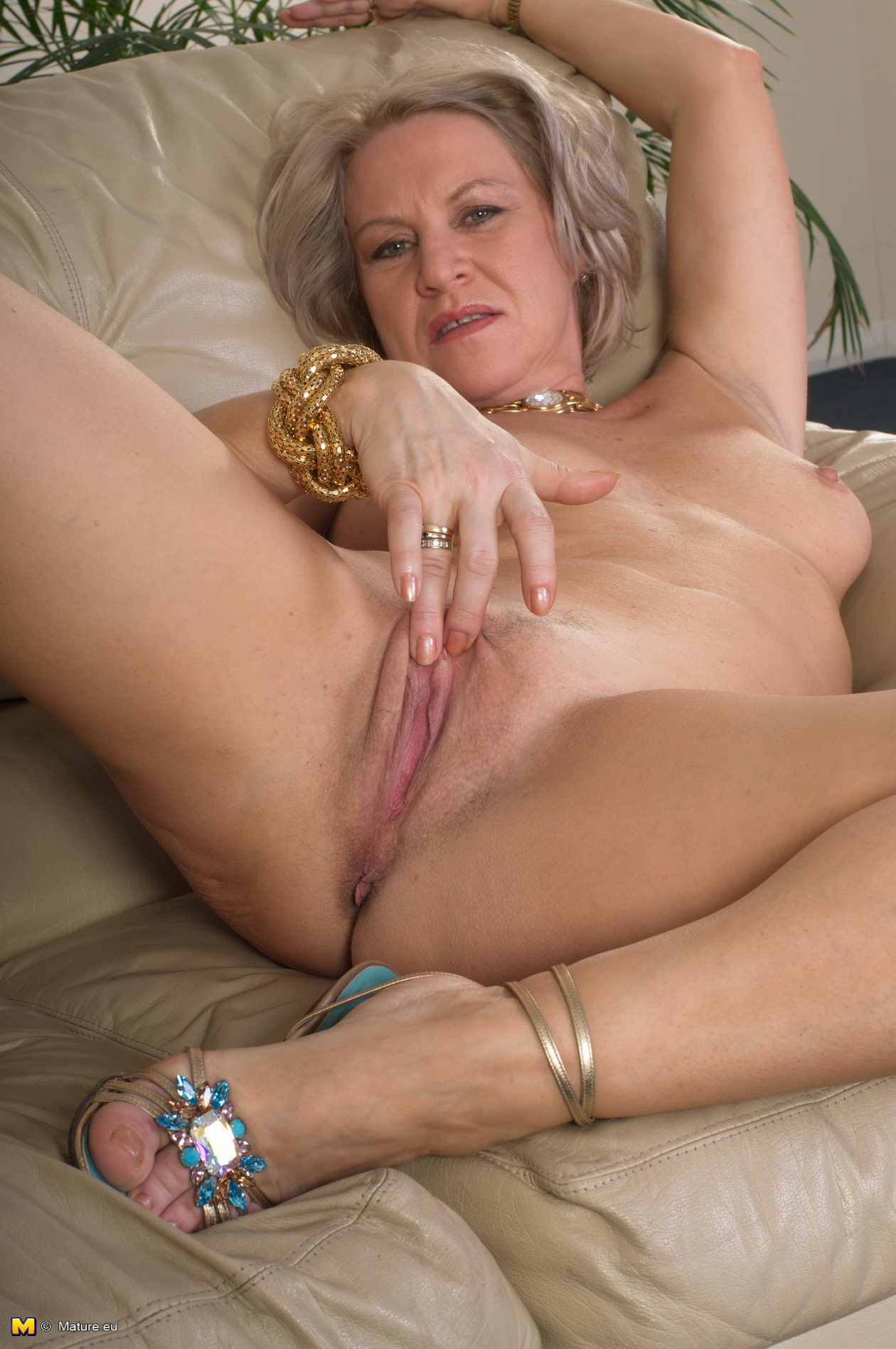 Black mature nudist