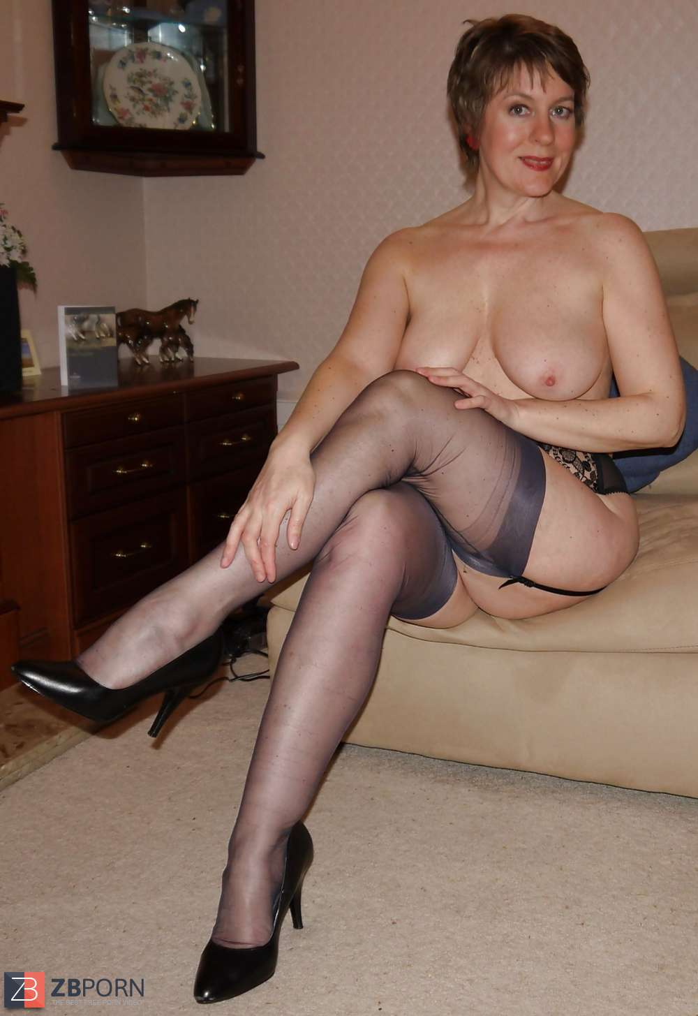 Amateur flashing stockings final