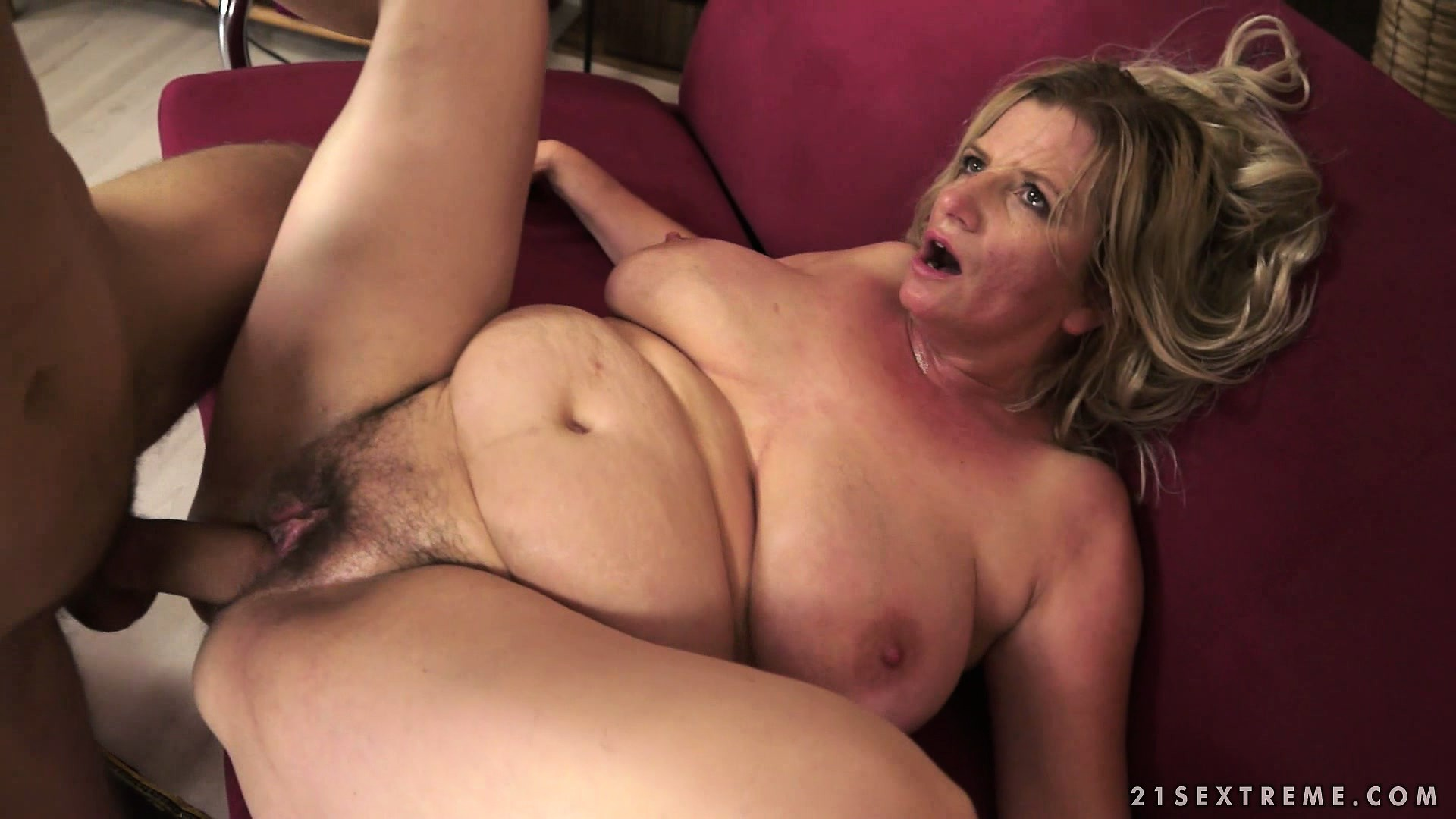 Mature fist squirt