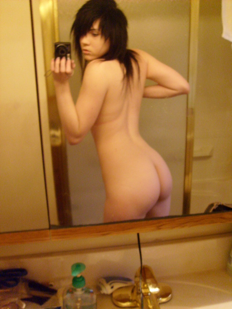 Emo girl in stockings naked