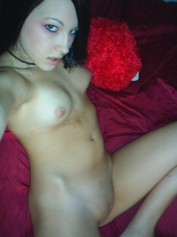 Casually Amatuer naked emo pussy have hit