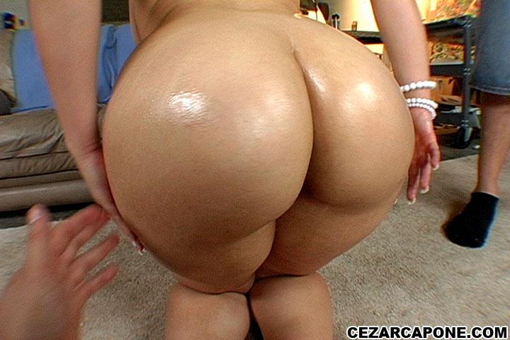 Weightlifter blow out ass