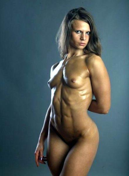 Muscle Girl Masturbates Dildo