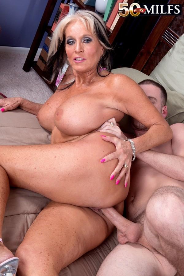 Squirting kissing handjob nude