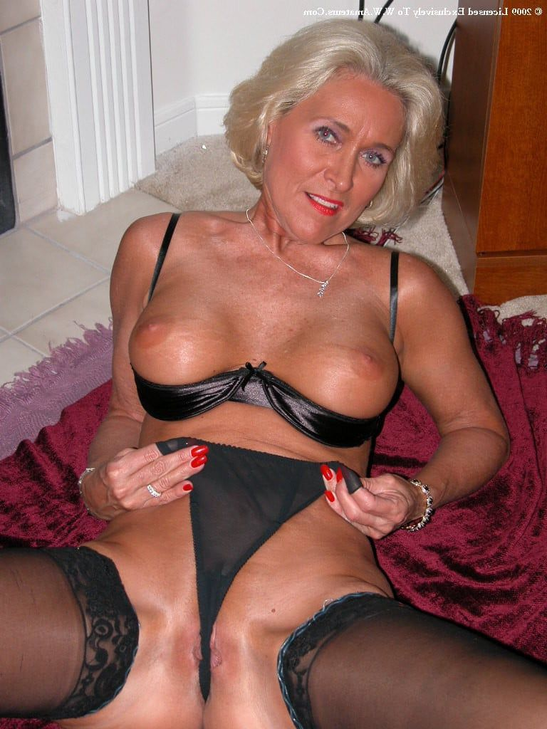 Sexy mature milf xxx Joker sex picture
