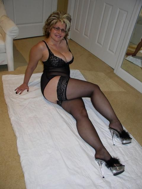 Mature ladies in sockings and pantyhose