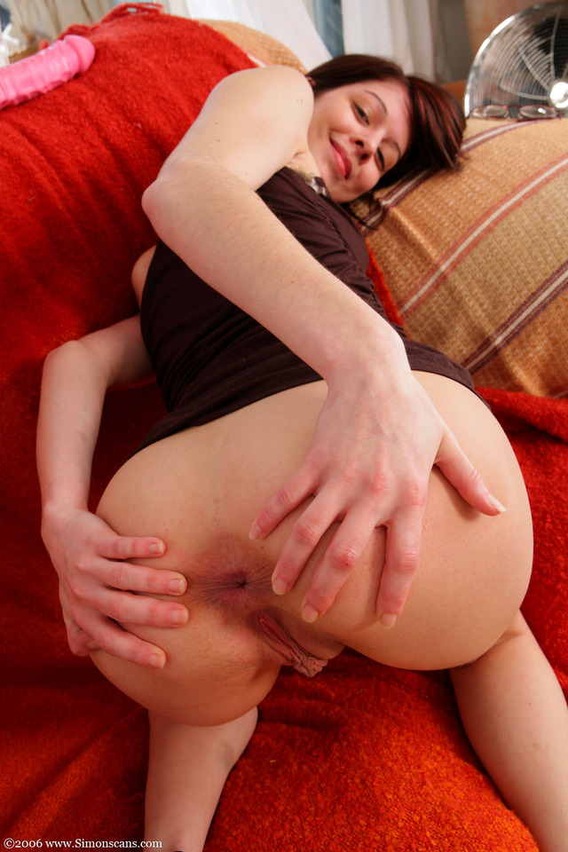 young girl spreads ass nude