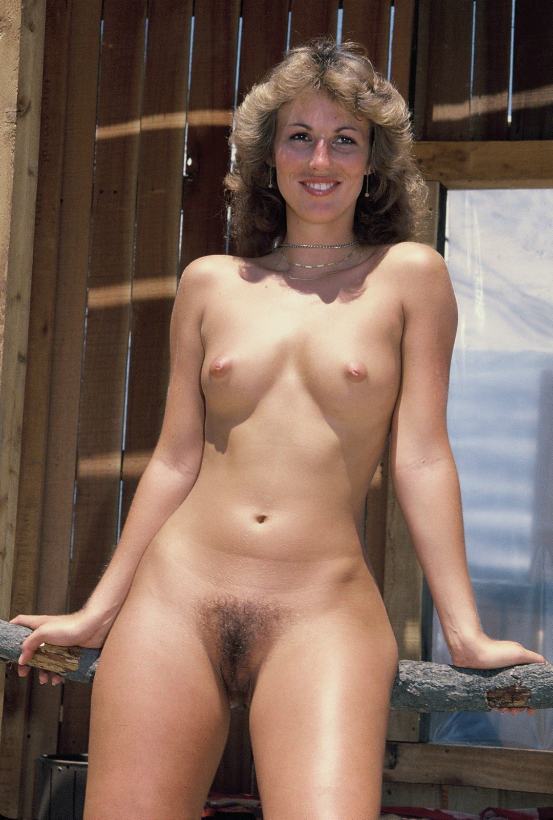 Women round nude ass