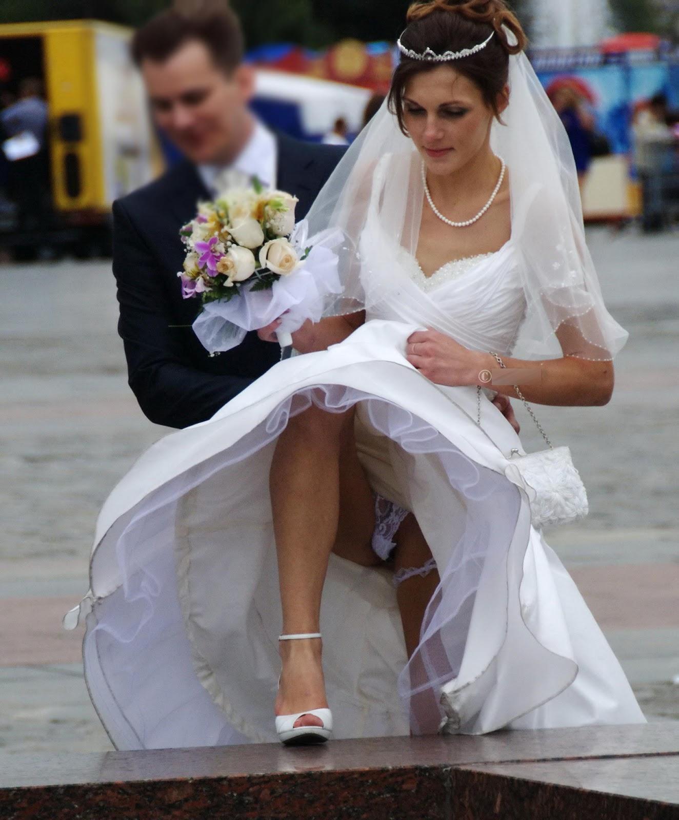 Невеста в платье и без