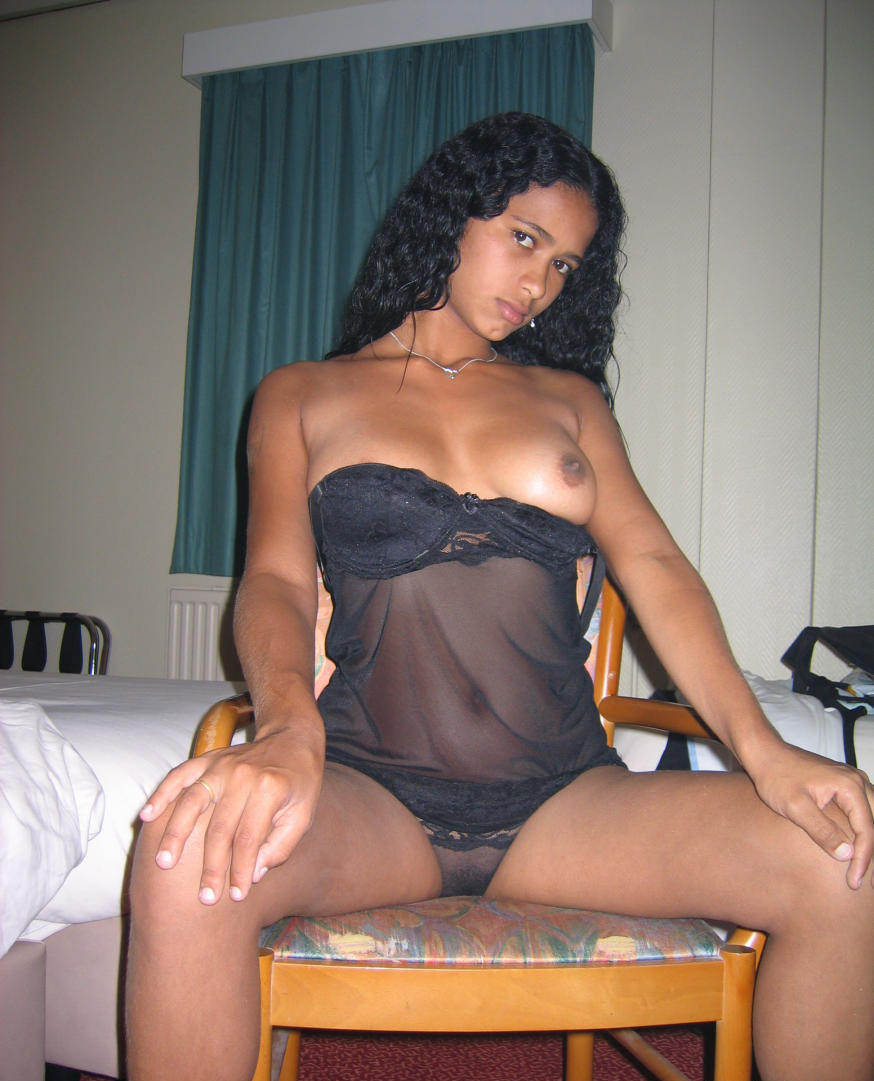 Amazingly hot nude black girl