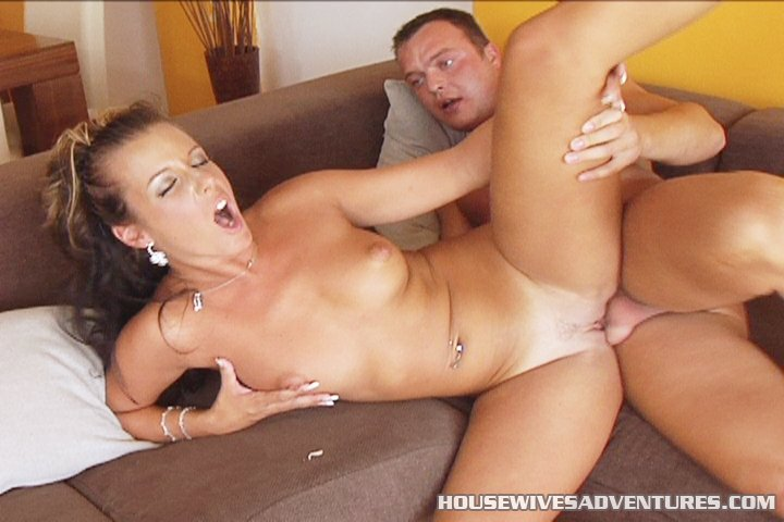 Free porn playing poker girl masturbating