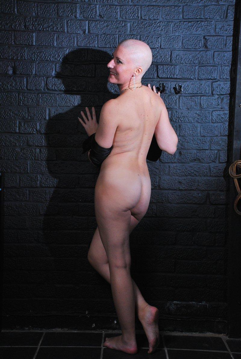 Лысые девки голые