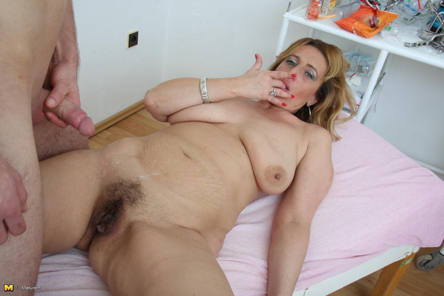 Секс со зрелыми матюрками