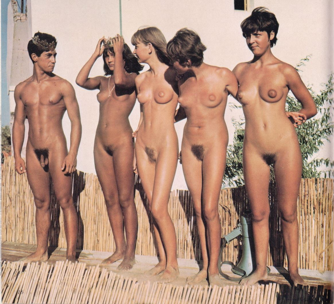Authoritative young girls naked at home take group picture will