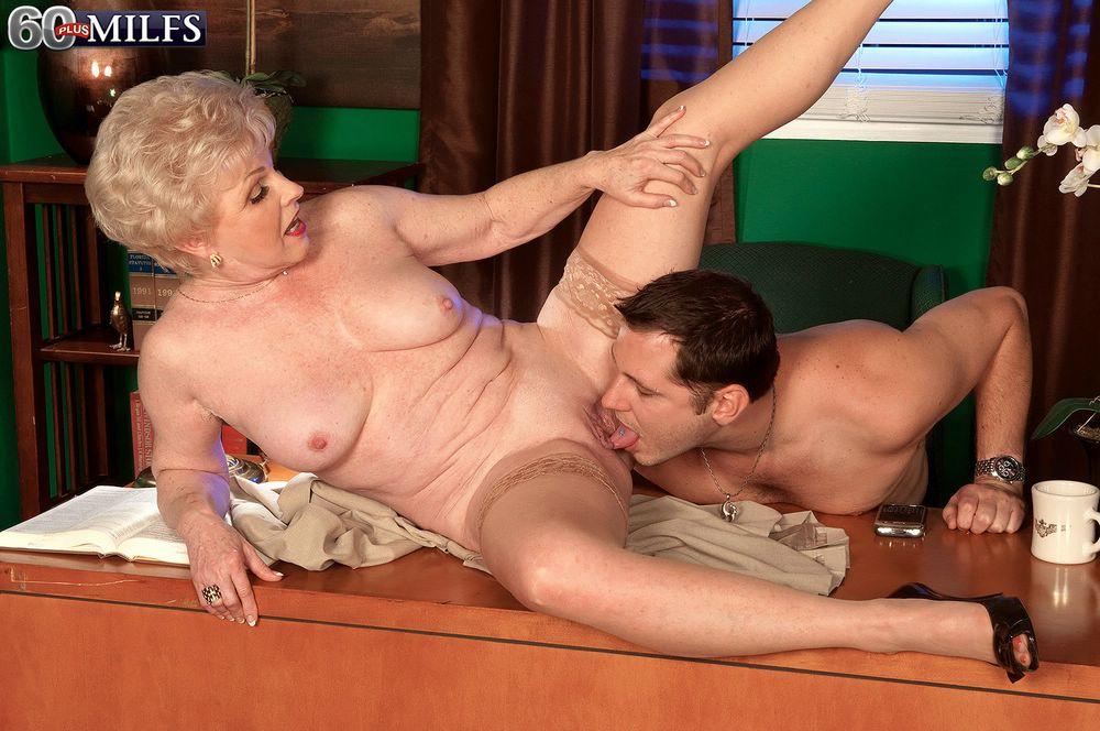 зрелая бабушка куни порно