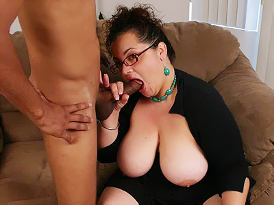 Bbw girl sucks and fucks in living room 7