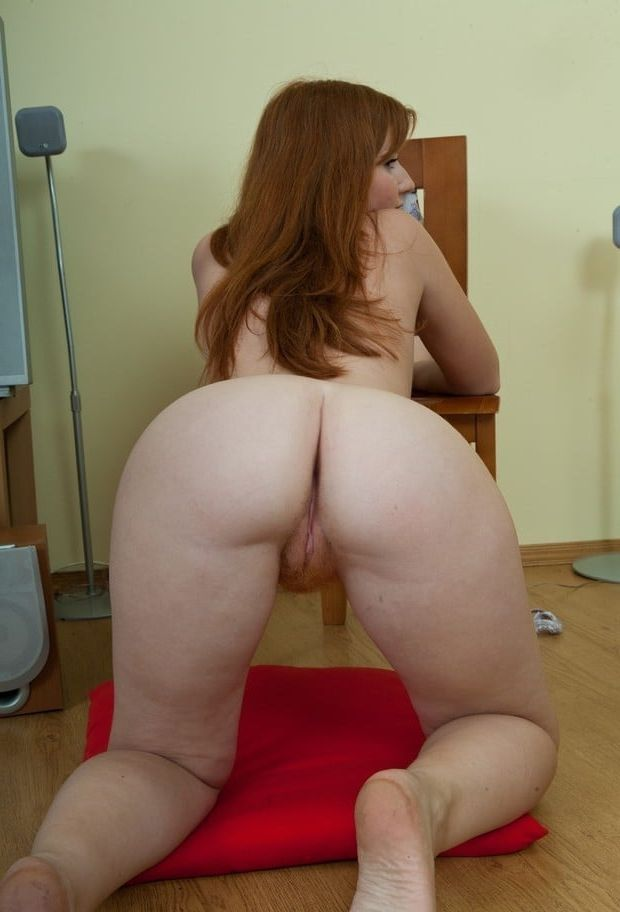Bubble Butt Teen Riding Dildo