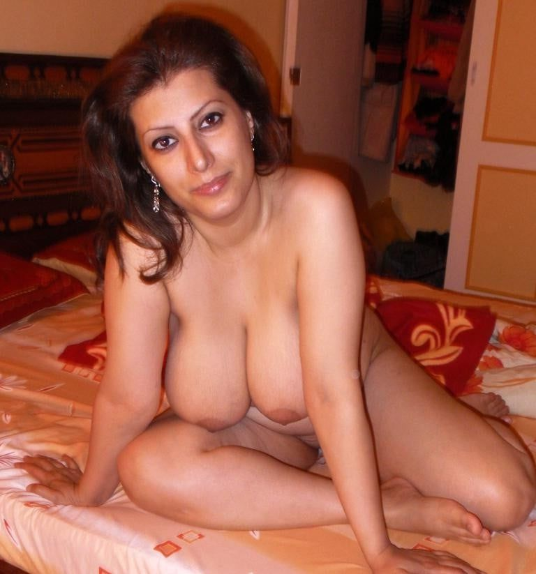 Iranian sexy girl is a naked speaking