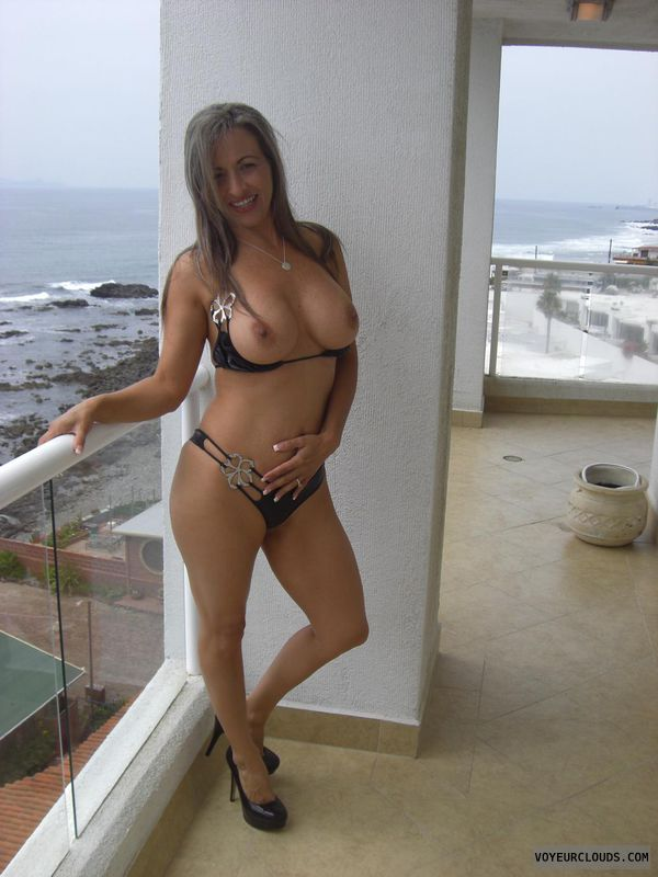 Amateur bikini wife