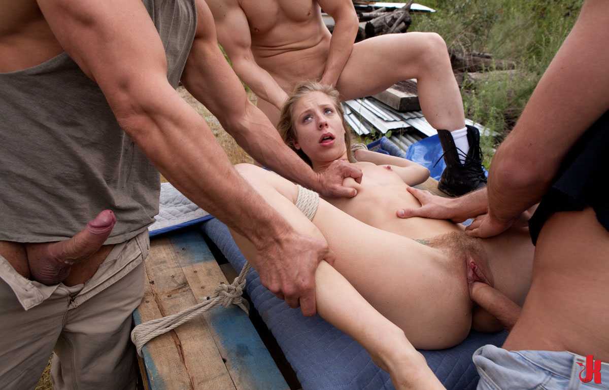 Naked cougars spreadind ass