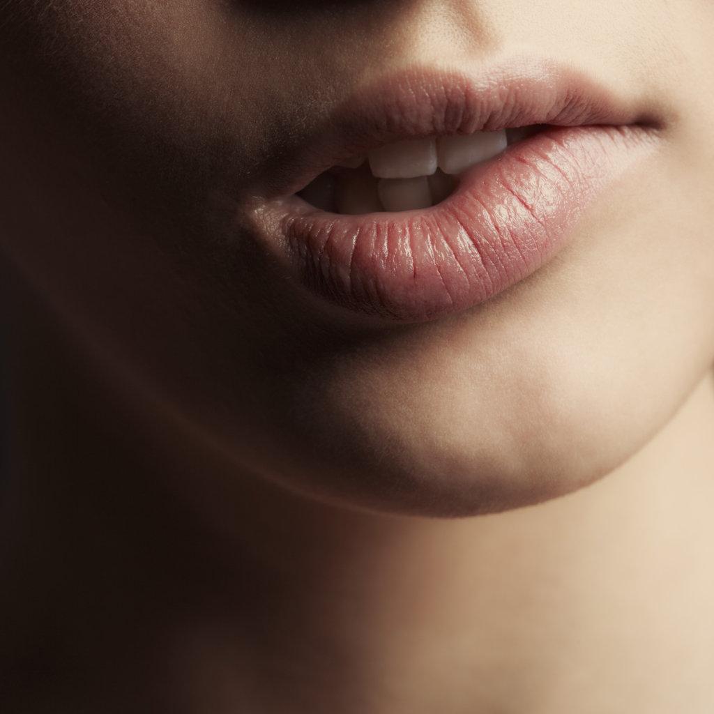 Домашние фото губы девушки