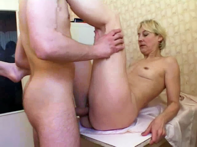 порно фото инцест мама блондинка и сын № 363608 без смс