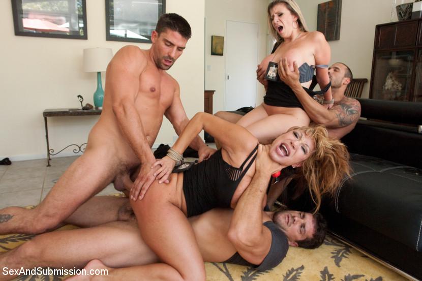 Lesbians licking str8 womens pussy
