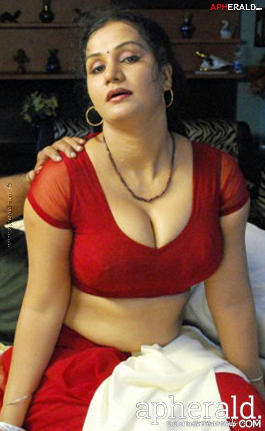 Mature female mastabation