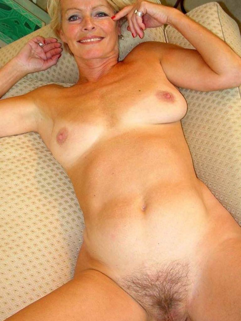nude mature justine