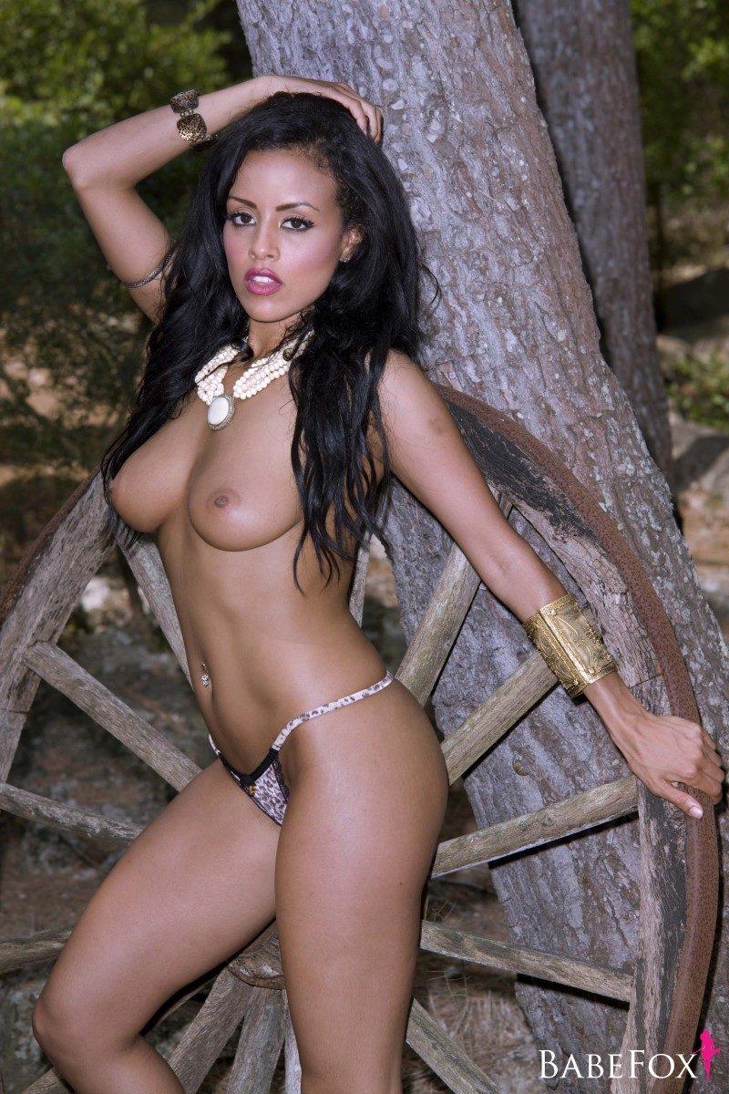 Nackt Chloe Saxon  41 Sexiest