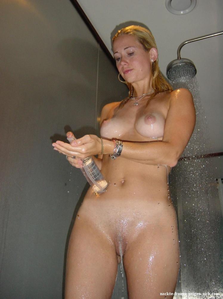 Nackte Frau Duscht