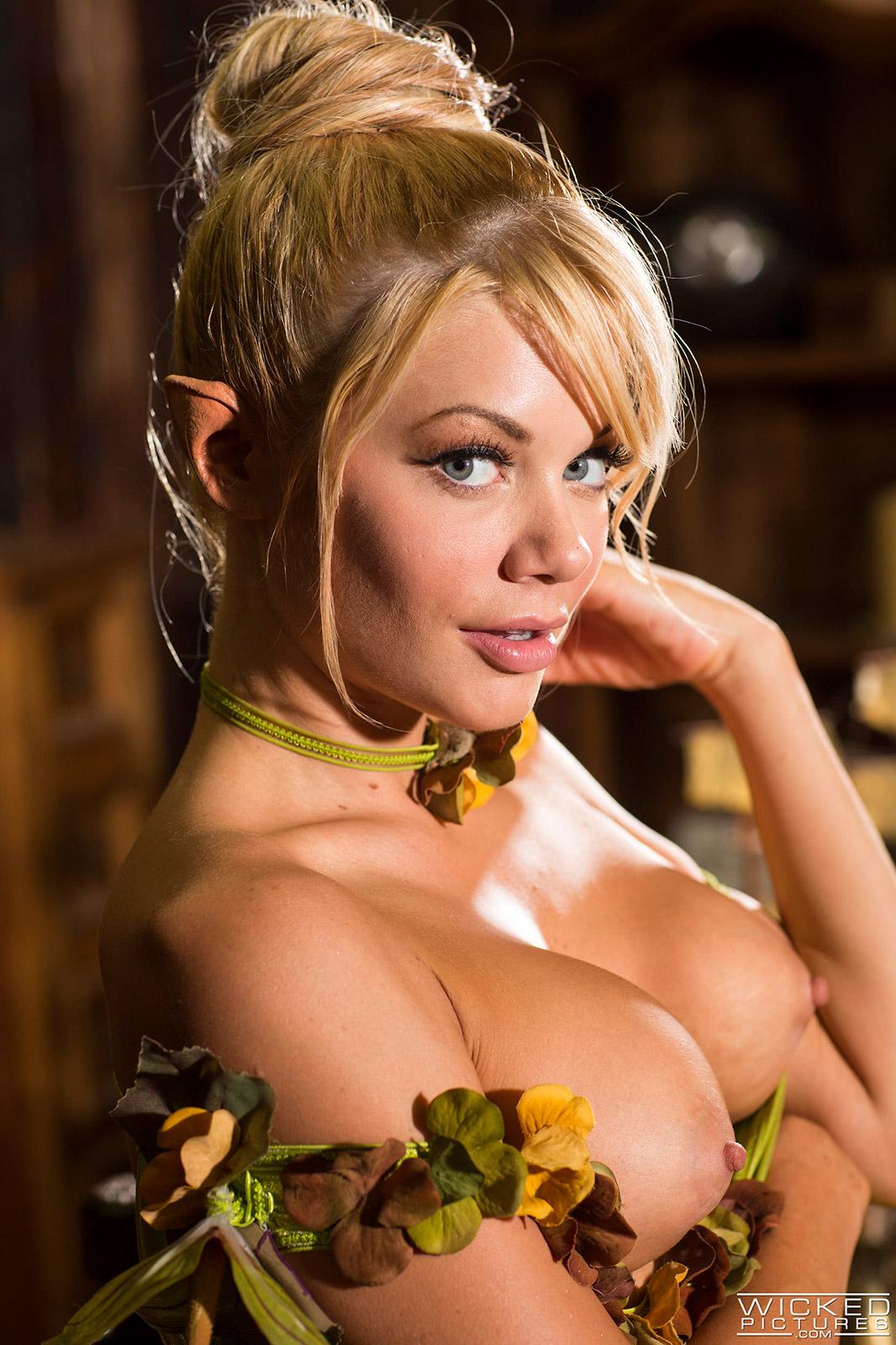 Adriana Steele  nackt