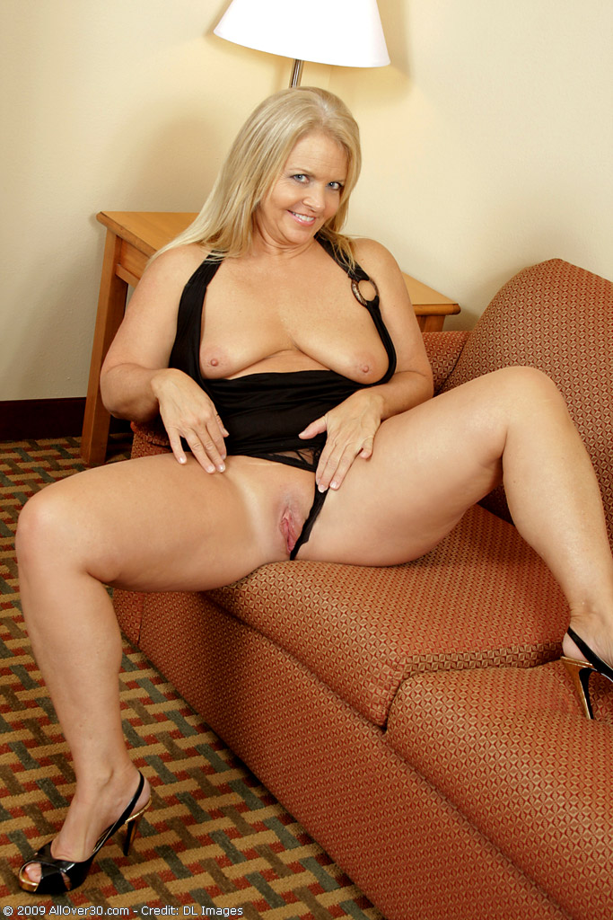 Sexy women blonde showing at