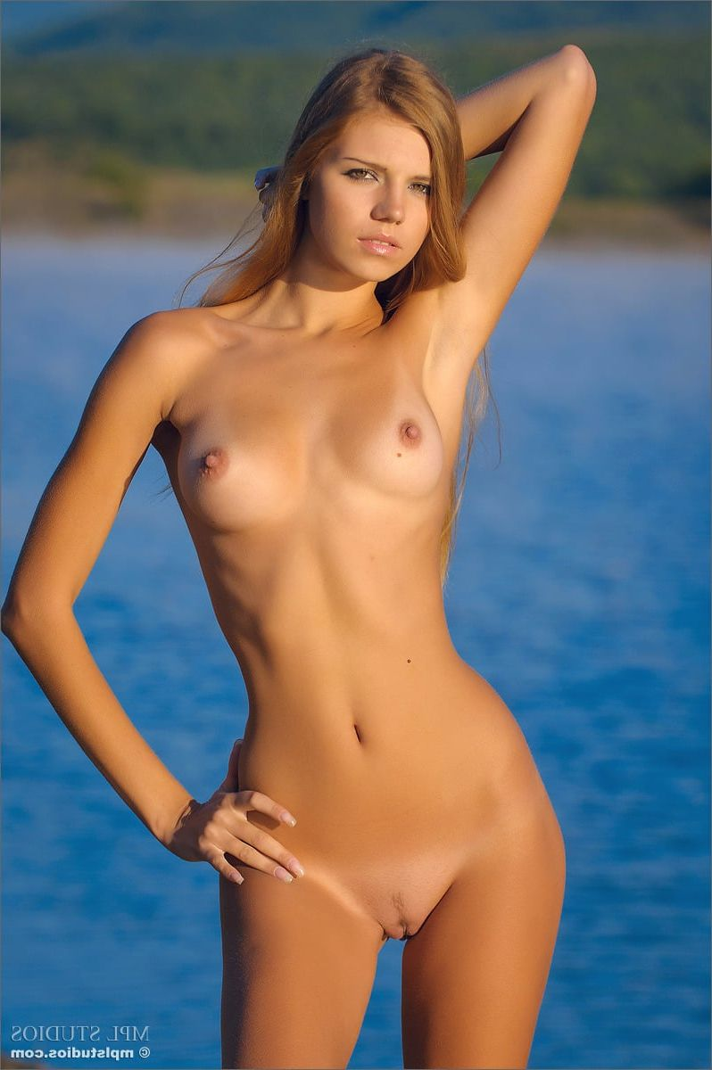 Hd half naked hot girl