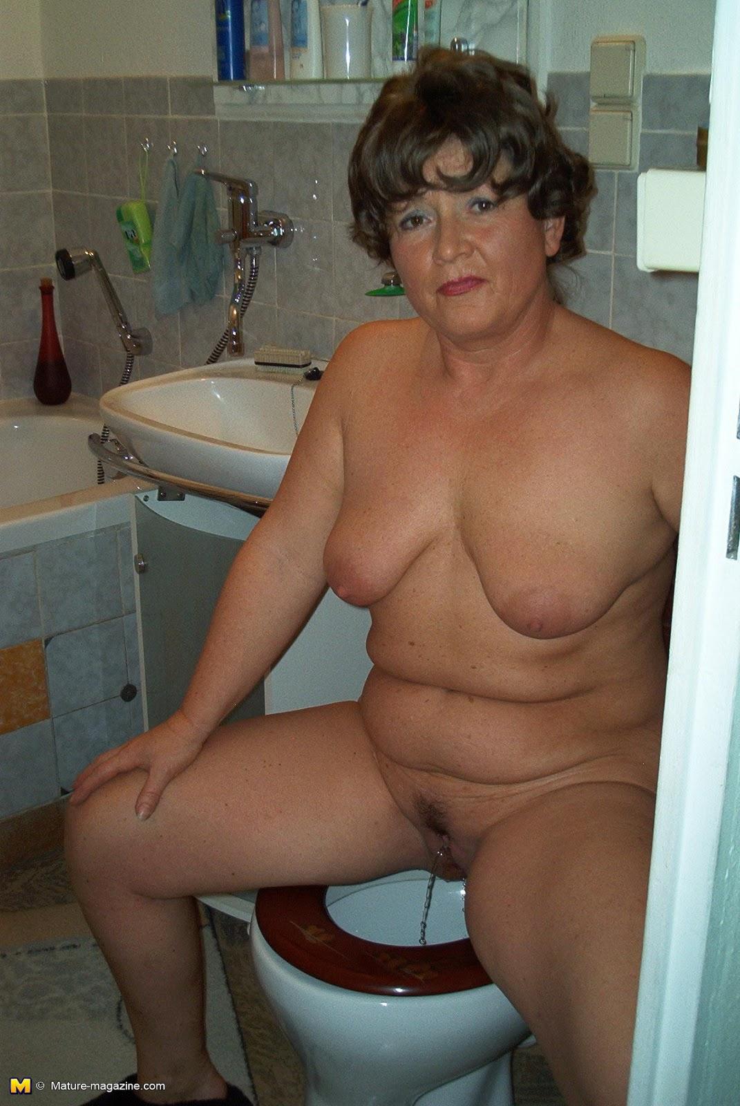 Xxx grandma peeing hq photo porno