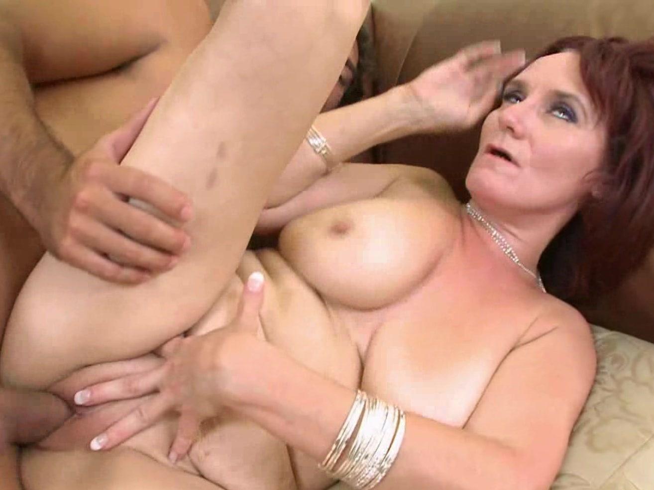 порно син кончив в мать