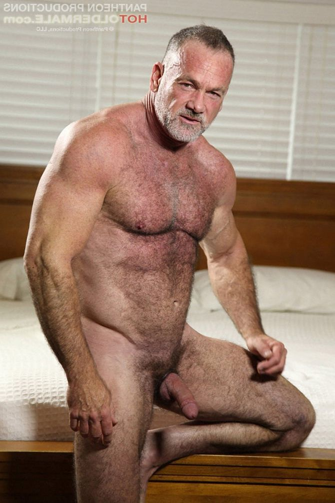 senior gay man nuda