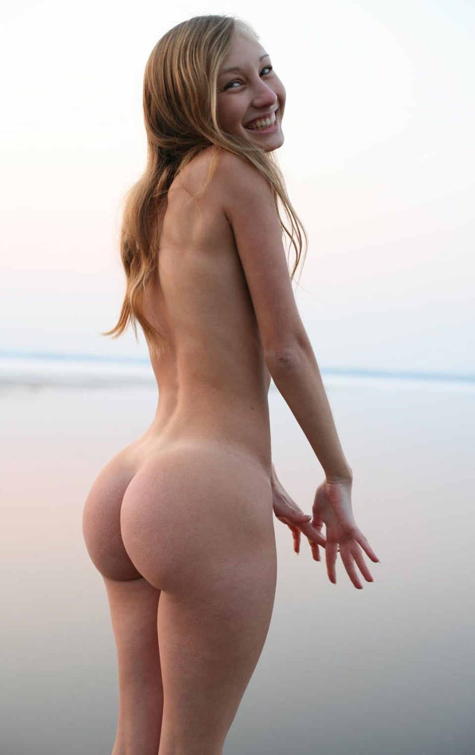 nude white girl bubble butts