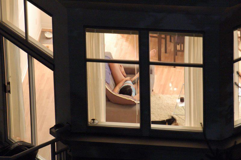 избивает подсмотренное в окне дома брезгуют трахаться