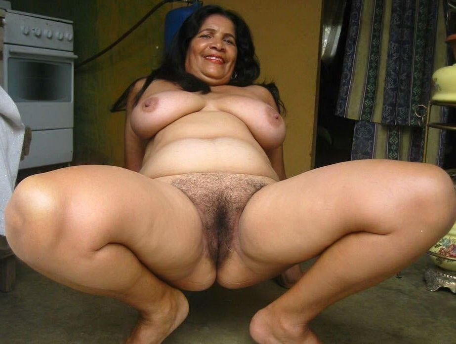 Shemales shows her cock